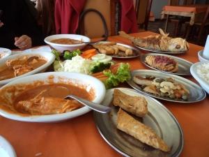 Delícia o rodízio de peixes no Restaurante Dourado.